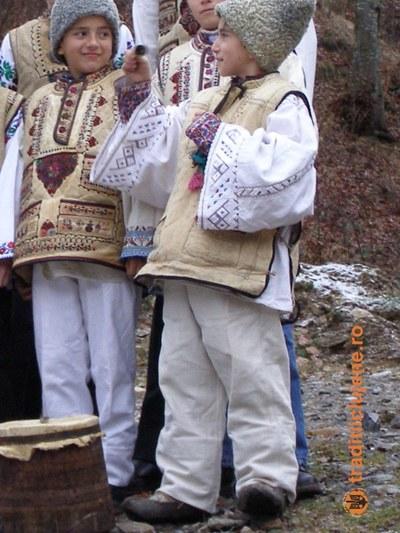 Costume populare din satul Răchiţele