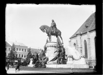 Grupul statuar Matia Corvin (Piaţa Unirii, 1902)