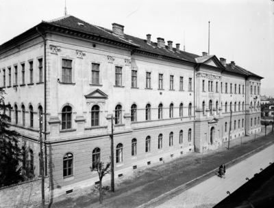 Liceul Teoretic Gheorghe Şincai (strada Avram Iancu)