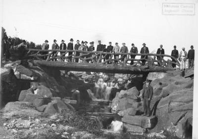 Lac Inferior. Marea cascada şi Podul Rustic