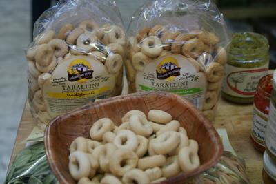 tarallini italian snack crackers with tasting sample