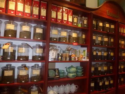 tea blends and tea pots display
