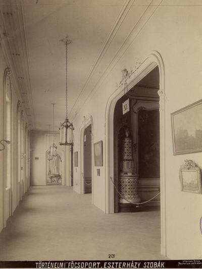 Kiállításfotó - az Esterházy-szobák folyosója a millenniumi kiállításon