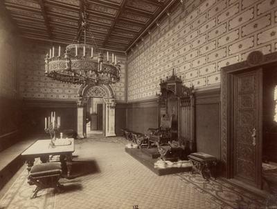 Kiállításfotó - királyi fogadóterem trónemelvénnyel a millenniumi kiállítás történelmi főcsoportjának épületében