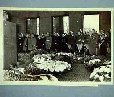 Die ausländischen Ehregäste Hitlers gedenken am Ehrenmal Unter den Linden der Gefallenen des Weltkriegs