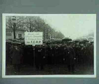 Les anciens combattants défilent. Série de 4 photos