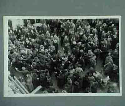 Bagarre entre fascistes et anti-fascistes aux Champs Élysées. Série de 3 photos