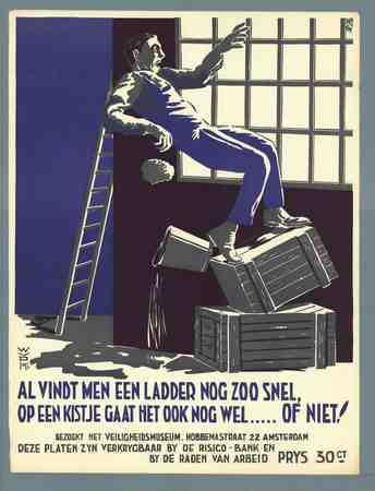 Al vindt men een ladder nog zoo snel, op een kistje gaat het ook nog welof niet!