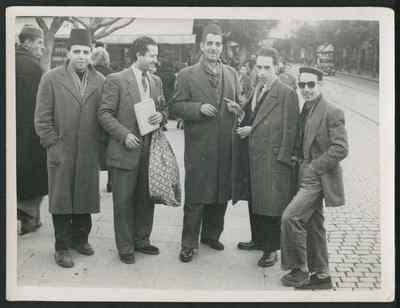 A la sortie de Radio Alger, Alger, Algérie,.