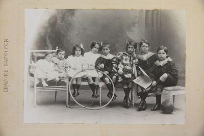 Grup de vuit nens