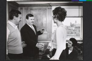 Anouk Aimée, Paolo Spinola, Giovanna Ralli e Gino Cervi, in visita, sul set di La fuga (Paolo Spinola, 1964)
