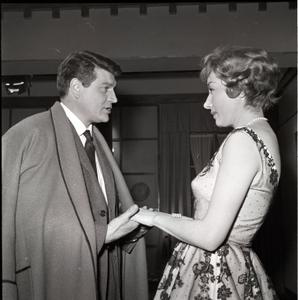 Henri Vidal e Lauretta Masiero sul set di Pensione Edelweiss (Ottorino Franco Bertolini, 1959)
