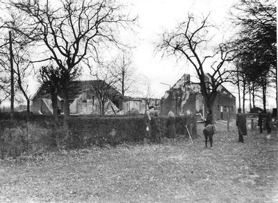 Bij een luchtgevecht boven IJzerlo op 12 maart 1943 kwamen op boerderij Hoftijzer drie brandbommen terecht. Het vee kon gered worden maar het pand brandde geheel uit. Uit het boek Aalten in Oorlogstijd van J.G. ter Horst