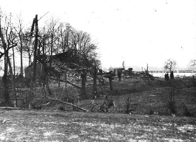 Vernielde boerderij aan de Gendringseweg na zware luchtgevechten op 26 maart 1943.