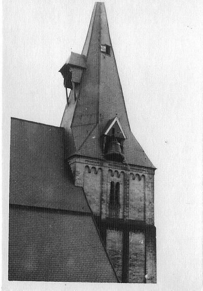 De klokkenroof uit de Aaltense kerken had plaats op 18 februari 1943. Aan stalen kabels werden de klokken naar beneden geleid. Uit het boek Aalten in Oorlogstijd van J.G. ter Horst