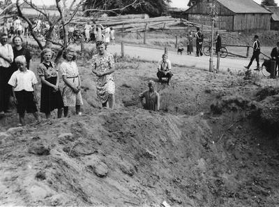 In de nacht van 8 op 9 juni 1941 viel een viertal bommen aan de Varsseveldsestraat in Aalten nabij villa Jannie. De ontstane vernielingen trokken veel belangstelling van het publiek bij houtzagerij van Eerden. Uit het boek Aalten in Oorlogstijd van J. G. ter Horst