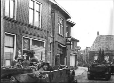 Bevrijders trekken steeds verder op in maart 1945. Uit het boek Aalten in Oorlogstijd van J.G. ter Horst