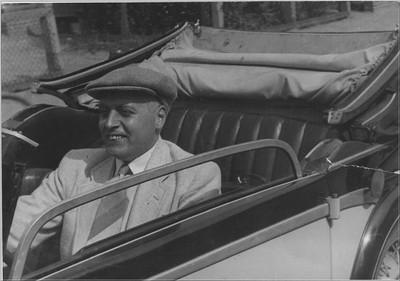 Aaltense huisarts J. der Weduwen. Samen met C. Driessen wist hij veel zieke en ondervoede in Duitsland tewerkgestelde Nederlanders te redden. Op de terugweg van Den Haag waar hij de autoriteiten op de slechte omstandigheden in de werkkampen attendeerde, werd zijn auto nabij Apeldoorn vanuit een vliegtuig beschoten op 23 januari 1945. Hij kwam daarbij om het leven. Uit het boek Aalten in oorlogstijd van J.G. ter Horst
