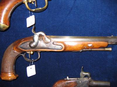 pistool, voorlader,percussie, houten handgreep bewerkt, loop uitwendig 8 hoekig.