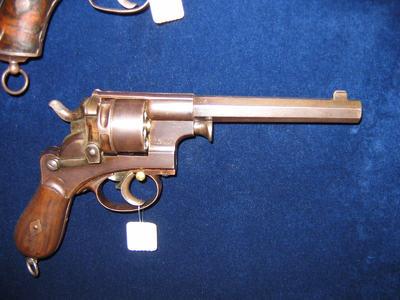 revolver, 6 schoten, centraalvuur, gebaseerd op M 73
