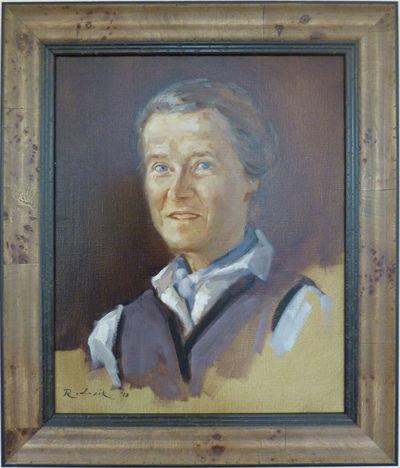Portret van Anneke van Heek in een houten lijst met een zwartkleurige binnenrand. Het hoofd staat iets schuin en er zijn nog delen te zien van een paars vest met daaronder een lichtblauwe trui met lichtblauwe sjaal. Het geheel is geschilderd op een deels roodbruine en zandkleurige achtergrond.