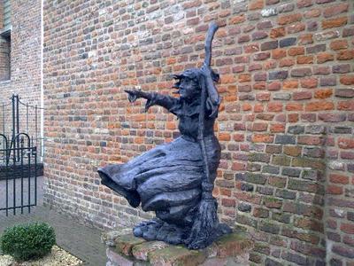 Mechteld ten Ham is de naam van een van de laatst verbrande heksen in Nederland. Op 25 juli 1605 werd zij, na de waterproef in de Azewijnse Laak te hebben ondergaan, veroordeeld tot de brandstapel wegens hekserij. Tijdens de waterproef bleef zij drijven hetgeen bewees dat ze een heks was.
