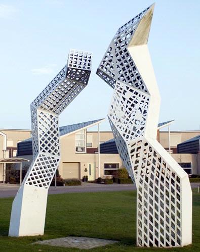 Dit werk van Wim Korvinus is een goed voorbeeld van hedendaagse omgevingskunst. Het geeft vorm aan een fietspad, aan een waterbasin en een speelplaats en het zorgt bovendien voor het nodige groen. Een stalen sculptuur lijkt op het eerste gezicht een volledig autonoom kunstwerk te zijn, maar ook hierin wordt de omgeving nadrukkelijk betrokken: het object biedt plaats aan nestelende vogels. Bij zijn ontwerp heeft Korvinus zich laten inspireren door de naam van het al aanwezige plantsoen: het prieel. In een aantal onderdelen van het kunstwerk, zoals in de bestrating van het fietspad, de hekjes en de sculptuur, is namelijk het voor een prieel zo typerende open houtwerk herkenbaar.