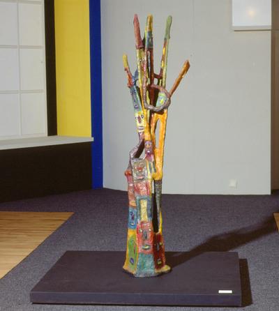 Beeldhouwwerk van hout, rotan en papier maché. 1986.