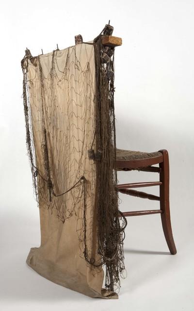 Boetstoel van hout met zitting van riet, gebruikt door vissers