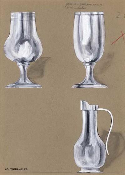Ontwerptekening van twee bekers op halfhoge voet. Het linker exemplaar heeft een bolle buik, loopt naar boven iets taps toe en heeft langs de rand een aantal gegraveerde lijntjes; het andere exemplaar loopt iets rond en heeft een gestoken bies langs de rand. Rechtsonder een kan met bolle buik, op voetring, een hoge smalle hals, brede schenkrand en een oor.