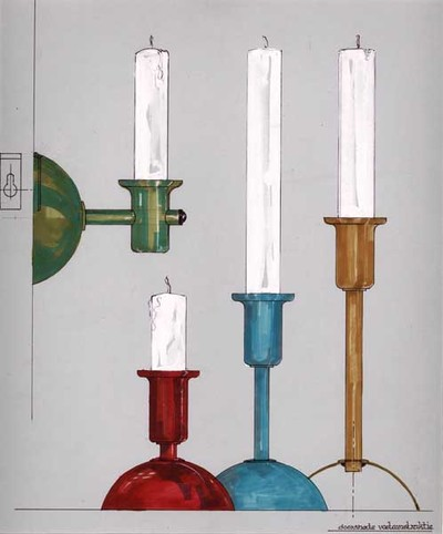 Ontwerptekening van een serie moderne kandelaars. Afgebeeld zijn drie stuks, bestaande uit een voet in de vorm van een halve bol, met verschillende schachthoogte; het vierde exemplaar is hetzelfde, maar dan bedoeld als wandmodel. Links een afbeelding van de ophangconstructie. De tekeningen zijn ingekleurd in v.l.n.r. groen, rood, turquoise en oker.