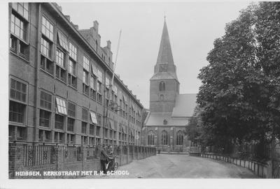 Langekerkstraat met zicht op de toren en links de RK lagere school vòòr het bombardement van 1944