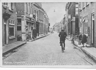 Langestraat in de richting van de Arnhemsepoort begin 40-er jaren met rechts horlogerie Meyer en links café De Toelast.