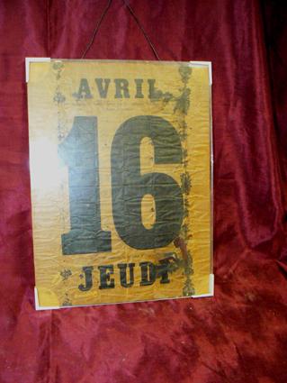 Kalenderblad welke uit een cilinderpiano komt, datering 16 juni 1857. Dhr. Moltzer stuurde het blad op naar prof. Minnaert van de 'Sterrenwacht Zonneburg' te Utrecht, deze stelde vast dat het moet zijn 16 juni 1857.