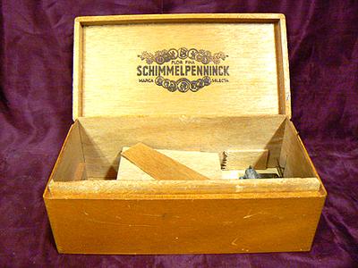 Schimmelpenninck sigarenkist met ingebouwd cilinderspeelwerk. Datering omstreeks 1985.