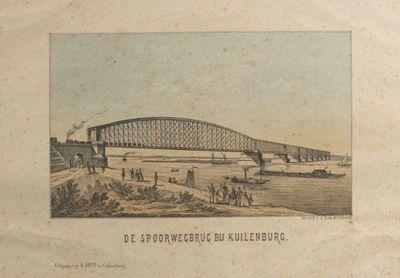 De spoorbrug bij Culemborg. Rechts de aanbruggen. Links op de brug een stoomtrein. Op de rivier zeilschip, raderboot, houtvlot. Op de kade flaneren heren en dames.