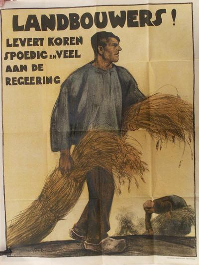 Afbbelding van een landbouwer in blauwe kiel. In zijn handen houdt hij bossen koren vast. Rechts onder een vrouw die koren bijeen raapt.