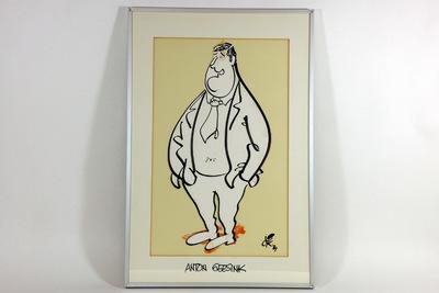 Een karikatuur van Anton Geesink, gemaakt door Dik Bruynesteyn. Anton Geesink is weergegeven als een stevige man in een pak. Hij heeft een ovaal/rond gezicht met een ronde kin en heeft zijn handen in zijn zakken. De tekening is uitgeknipt en op een gelig papier geplakt. Met zijn voeten staat Geesink op de contouren van Nederland, dat bijna geheel verdwijnt onder zijn schoenen. In de rechter onderhoek heeft Dik Bruynesteyn de tekening gesigneerd 'dik / 89'. De tekening zit in een witte passé partout waarop onderaan staat geschreven met zwarte stift 'ANTON GEESINK'. Anthonius Johannes (Anton) Geesink (Utrecht, 6 april 1934 - aldaar, 27 augustus 2010)[1][2] was een Nederlandse judoka, wereld- en olympisch kampioen judo en lid van het Internationaal Olympisch Comité (IOC).