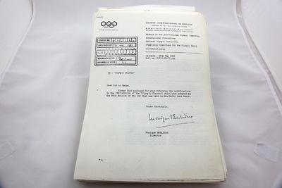 Een map met archiefstukken over het Olympische handvest 1980-1983.