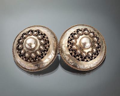 Paar zilveren broekstukken, Zuid-Beveland, 1906