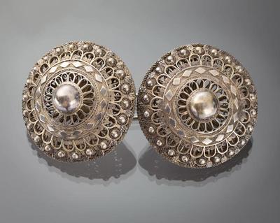 Paar zilveren broekstukken, Zuid-Beveland, 1917