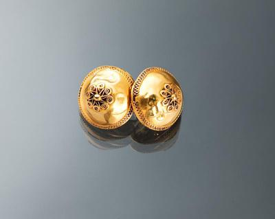 Paar gouden keelknopen, Volendam, 1870-1875