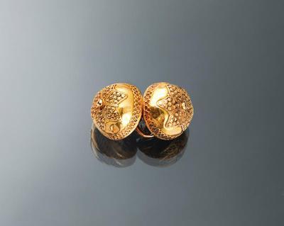 Paar gouden keelknopen, Hindeloopen