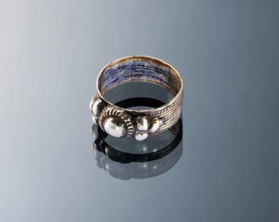 Zilveren ring, zgn. 'zevensteen', Marken
