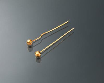 Paar gouden mutsenspelden, Walcheren, 1925-1930