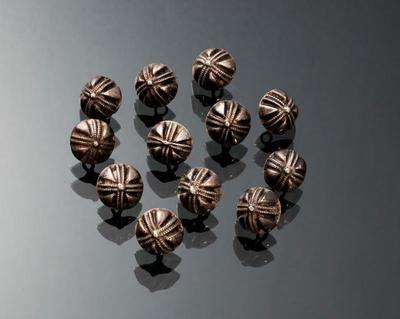 Set van twaalf zilveren knopen, Marken, 1700-1750