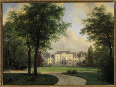 Paleis Het Loo, gezien van af de achterzijde, met links op de voorgrond een bomengroep. Een troïka met daarin drie personen -waaronder vermoedelijk Anna Paulowna- en bespannen met drie zwarte paarden, komt aan de linkerzijde vanuit het bos aanrijden. Op het dak van het zogeheten Corps-de-Logis wappert de Hollandse driekleur. Dit tuinaanzicht van het Witte Loo door Andreas Schelfhout (1787-1870) behoort tot de populairste schilderijen in de collectie van Paleis Het Loo. Schelfhout had zich in de jaren dertig van de negentiende eeuw ontwikkeld tot een van de meest geliefde landschapschilders van zijn tijd. Hij behoorde tot de stroming van de Romantiek en baseerde zich in zijn kunst op werken van zijn beroemde voorgangers uit de Gouden Eeuw. Hij gaf zijn schilderijen een eigentijds trekje door de natuur te idealiseren en door er een verhalend element in aan te brengen. In augustus 1837 ontving Schelfhout een uitnodiging om naar Het Loo te komen om de levering van een tweetal schilderijen te bespreken. Deze waren bestemd voor prinses Mary, hertogin van Gloucester, dochter van koning George III van Engeland, met wie de broer van koning Willem I, Frits, tijdens zijn verblijf in Engeland een romantische relatie had onderhouden. De vroegtijdige dood van de prins en de weigering van Mary's vader toestemming voor het huwelijk te verlenen, hadden een verbintenis in de weg gestaan. Prinses Mary was echter een dierbare vriendin gebleven en had de Nederlandse koninklijke familie in 1836 op Het Loo bezocht. Ter herinnering hieraan wilden koning Willem I en koningin Wilhelmina haar een tweetal schilderijen geven, gezichten in de tuin en het park van Het Loo. Het hier afgebeelde stuk geeft een beeld van het paleis, zoals het zich koestert in de namiddagzon tussen de bomengroepen, slingerende paden en grastapijten van de landschapstuin. Het verhalende element ontbreekt niet. Dit stuk is ingelijst in een eind 19de eeuwse Franse lijst van hout en verguld pâte.