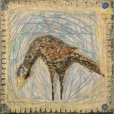 Hans de Jong (1932-2011) begon kort na zijn opleiding tot industrieel vormgever aan de Amsterdamse Kunstnijverheidsopleiding als ontwerper bij de Faïence- en tegelfabriek Westraven in Utrecht (1960-1967). Westraven begon in deze jaren een aparte afdeling, het Atelier, waar jonge kunstenaars bijzondere keramische reliëfs maakten en waar ruimte was voor experiment. In deze periode is dit - ongesigneerde - werk ontstaan.
