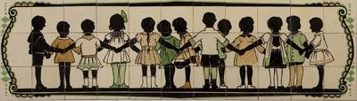 Dit tegeltableau is afkomstig uit een voormalig schoolgebouw aan de Vondellaan in Utrecht. De school huisvestte zowel een kleuterschool (de Nachtegaal) als een lagere school (Dr. de Visserschool), gebouwd in 1917 naar ontwerp van architect Martin Rietbergen en uitgebreid in 1929. In een ongedateerde catalogus van de Amsterdamse tegelhandelaar Arnold Heystee, met voorbeelden van bijzondere toepassingen van tegels in interieurs, is een erker met dit tegelableau afgebeeld. In 1991 is de school afgebroken.