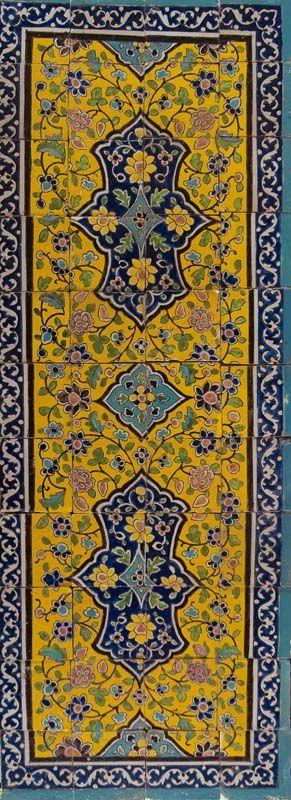 Oorspronkelijk zal dit tableau aan de binnenkant van een toegangspoort van een dorp of huis in Iran toegepast zijn.